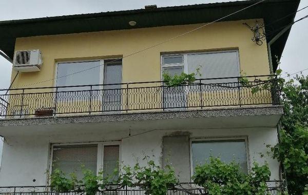 къща ботевград 8m94bm2d