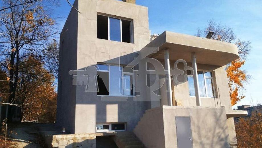 къща варна uw14628n