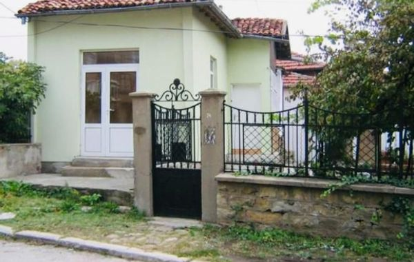 къща горна оряховица 51g48jww