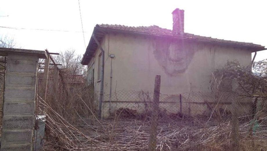 къща долни чифлик gmja3d7k