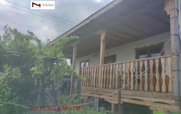 къща левски 345t7vn7