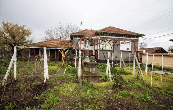 къща левски qanu2n2e