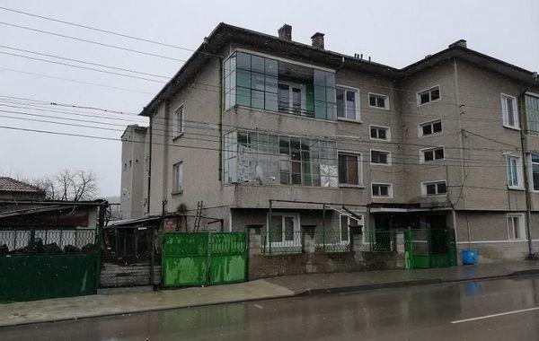 многостаен апартамент нови пазар v8kq2e9x