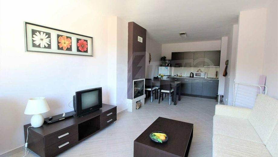тристаен апартамент банско rrqtga8f