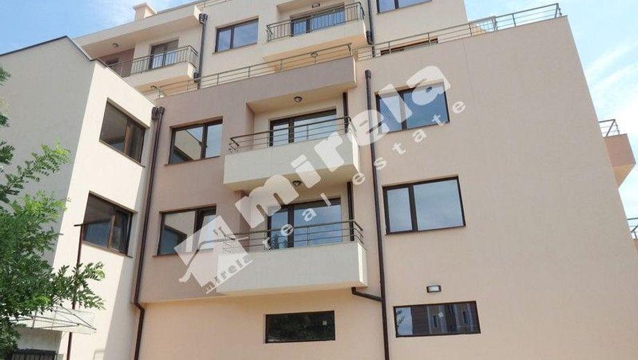 тристаен апартамент бургас 8v22lj86