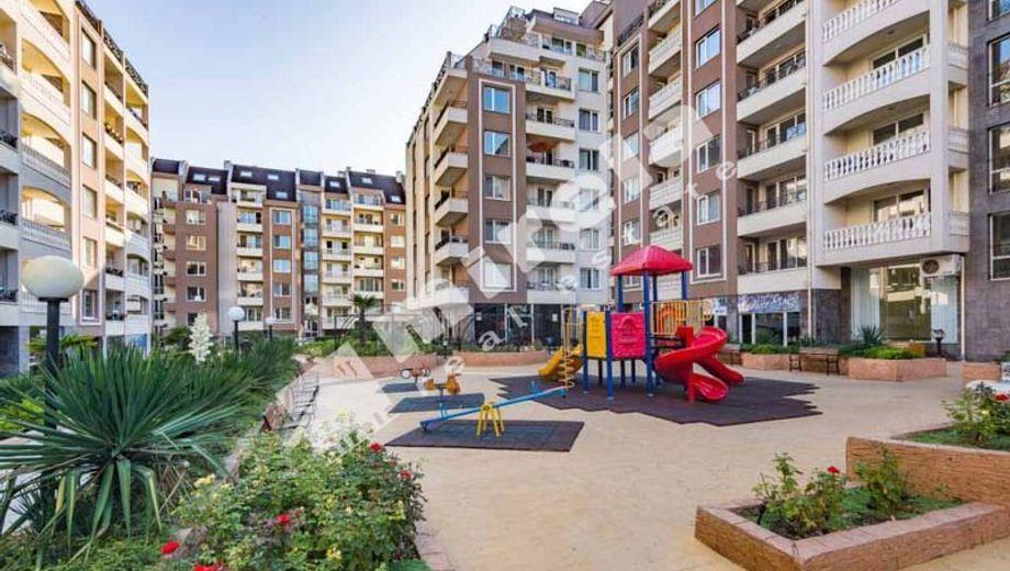 тристаен апартамент бургас bhnrhwyn