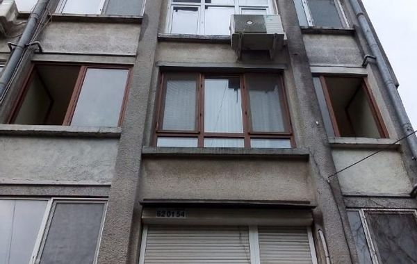 тристаен апартамент бургас e5mjcmyt