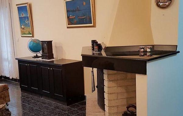 тристаен апартамент бургас lm8d6v6r