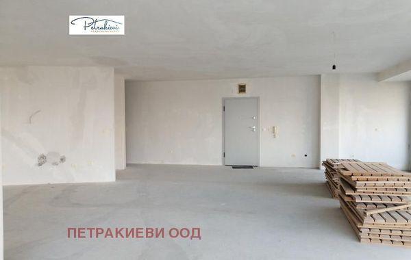тристаен апартамент бургас nypmnx7c