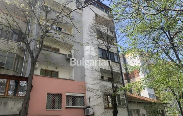 тристаен апартамент бургас qa9j7mll