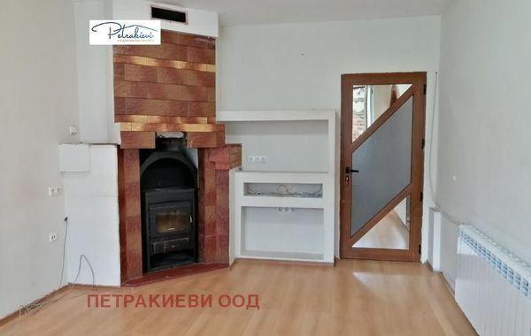 тристаен апартамент бургас qg9gvlfc
