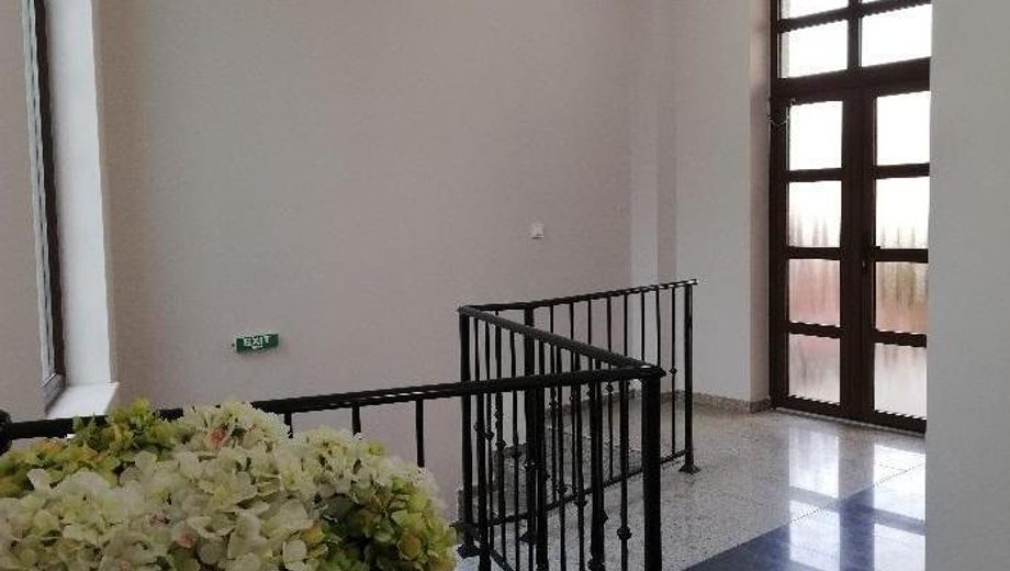 тристаен апартамент варна 247qxaf9