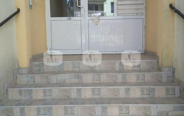 тристаен апартамент варна 44j8jwj2