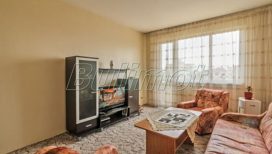 тристаен апартамент варна 6h4b57x5
