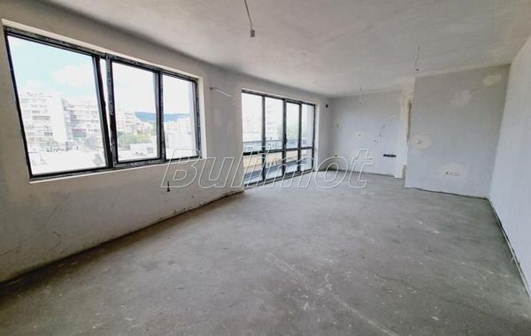 тристаен апартамент варна 7lgqpe5p