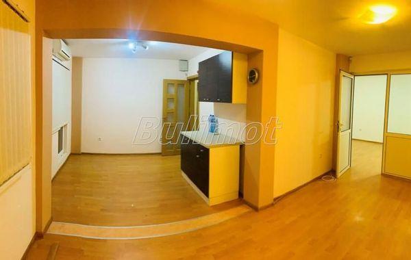 тристаен апартамент варна 88xy1x7a