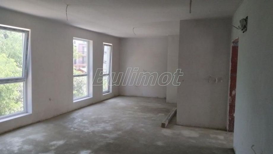 тристаен апартамент варна 89d8yu2h