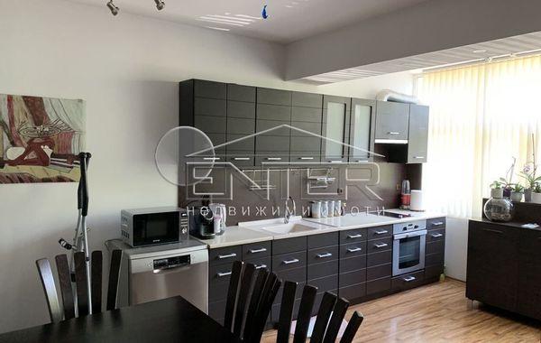тристаен апартамент варна 8md4q9np