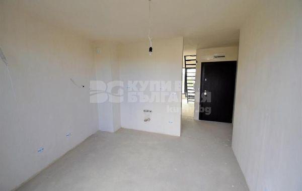 тристаен апартамент варна 93vxyelc