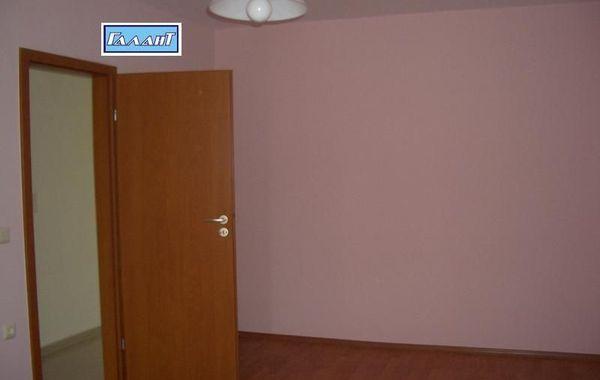 тристаен апартамент варна b5djtqck