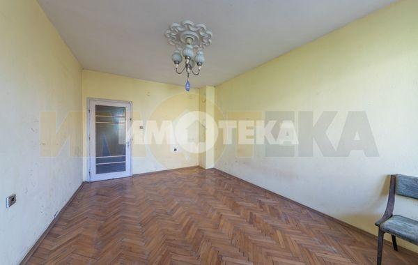 тристаен апартамент варна c3mq78ua