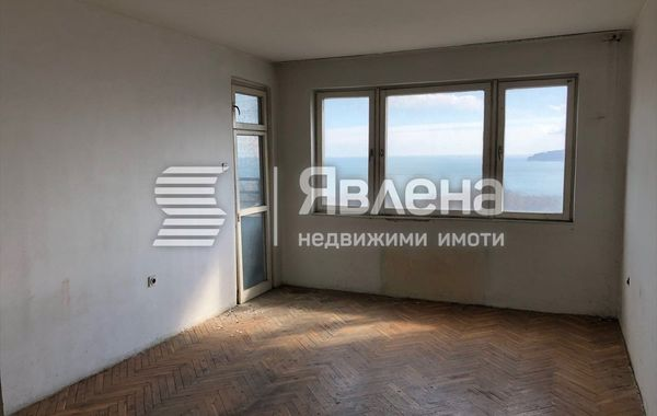 тристаен апартамент варна cr3dgr1t