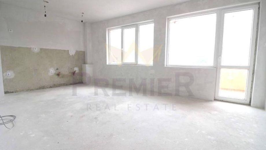 тристаен апартамент варна e24q552f