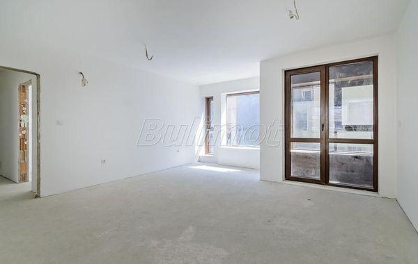 тристаен апартамент варна e5323es4