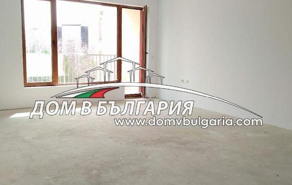 тристаен апартамент варна e6s3jbhm