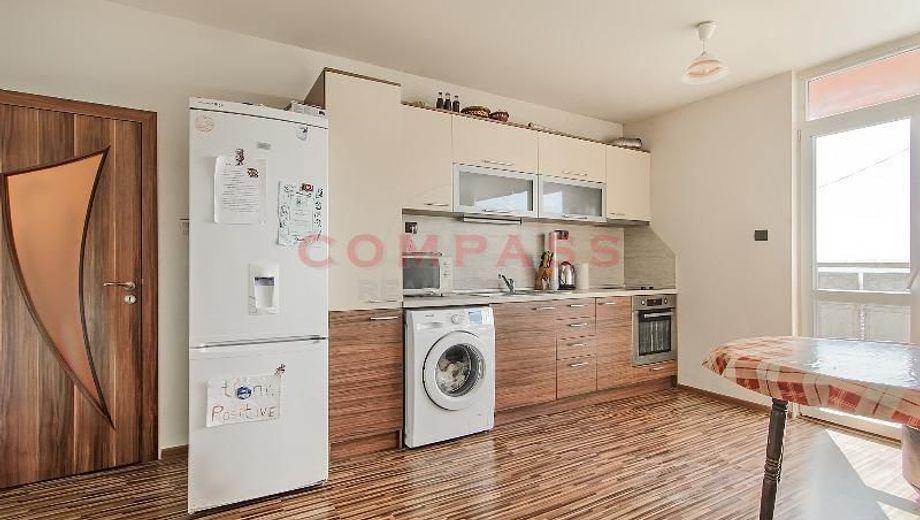 тристаен апартамент варна ec9x9658