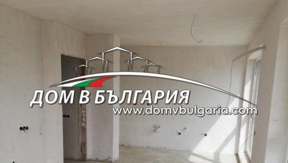 тристаен апартамент варна f273en2x