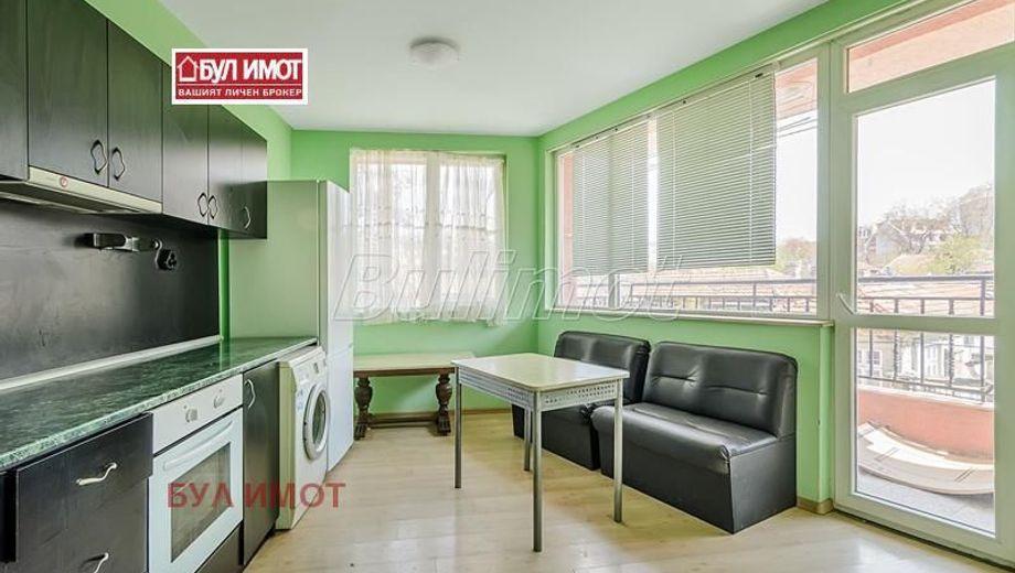 тристаен апартамент варна f888elne