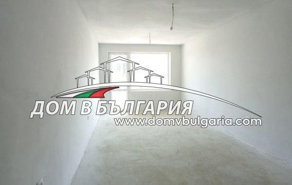 тристаен апартамент варна fv69rg6p