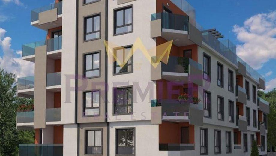 тристаен апартамент варна fybvecx8