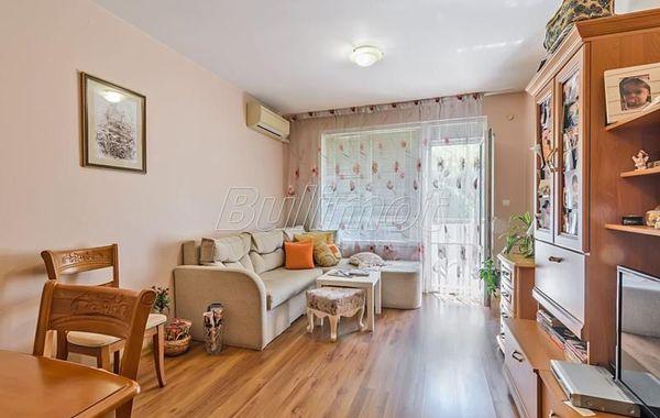 тристаен апартамент варна g7kr1s8f