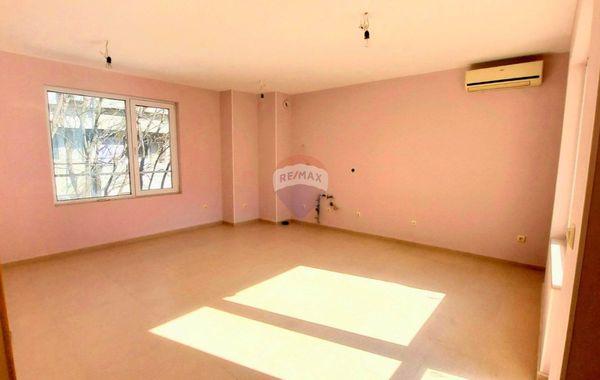 тристаен апартамент варна haqa4qr8