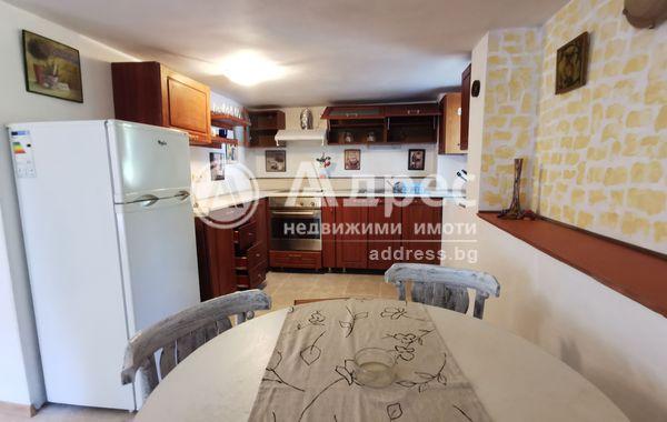 тристаен апартамент варна hl3k8k34