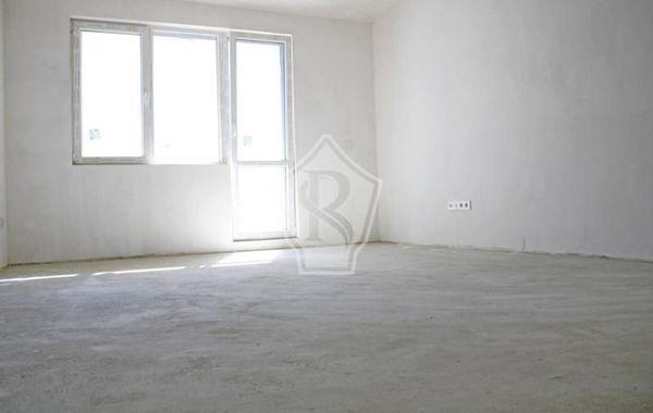 тристаен апартамент варна hrq3x9rc