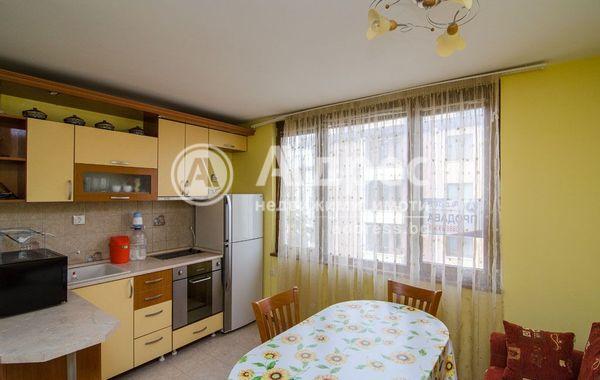 тристаен апартамент варна huampx6k