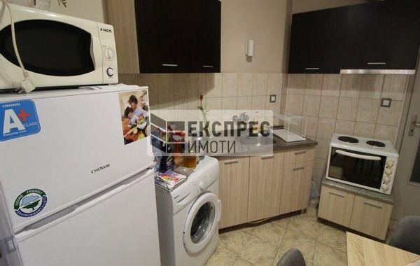тристаен апартамент варна jc83r6l2