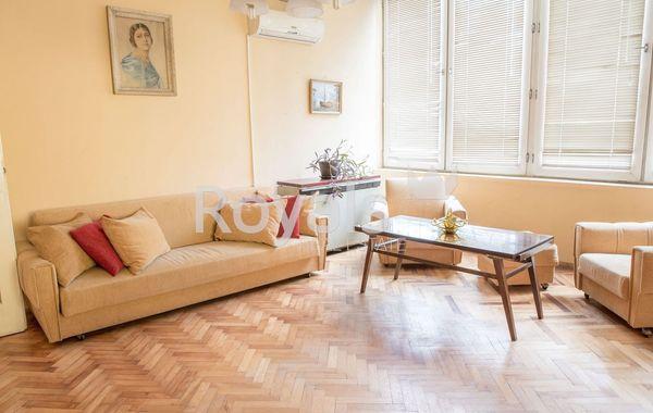 тристаен апартамент варна jtfr8la9