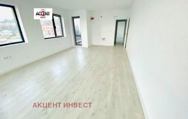 тристаен апартамент варна jylsjswl