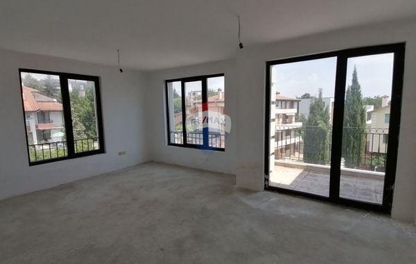тристаен апартамент варна l3wnn57d