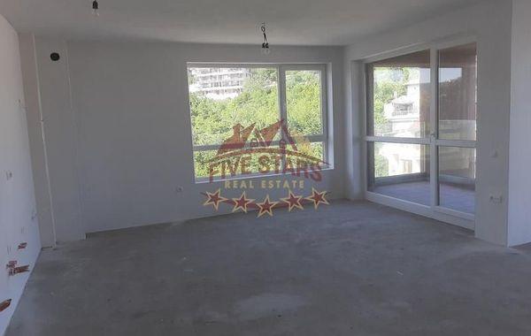 тристаен апартамент варна l4drsg7b