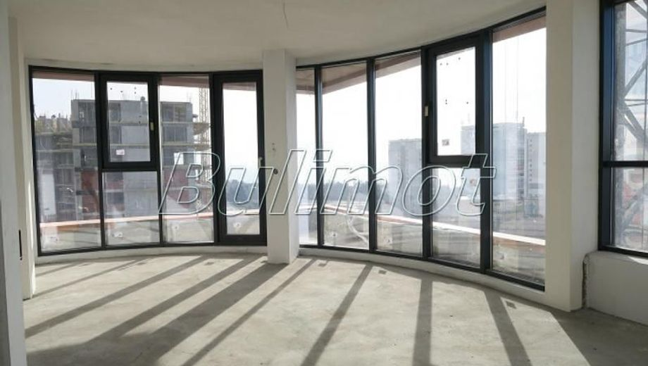 тристаен апартамент варна ljl791sv