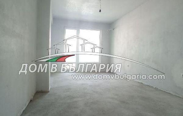 тристаен апартамент варна m4bvdu8r