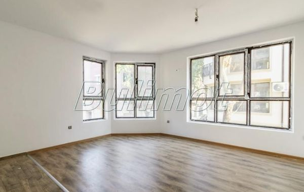 тристаен апартамент варна p21wfedt