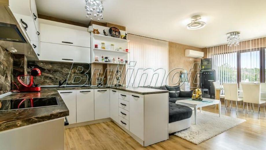 тристаен апартамент варна py8t93a6