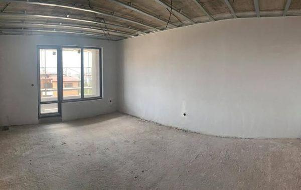 тристаен апартамент варна pyb14t9h