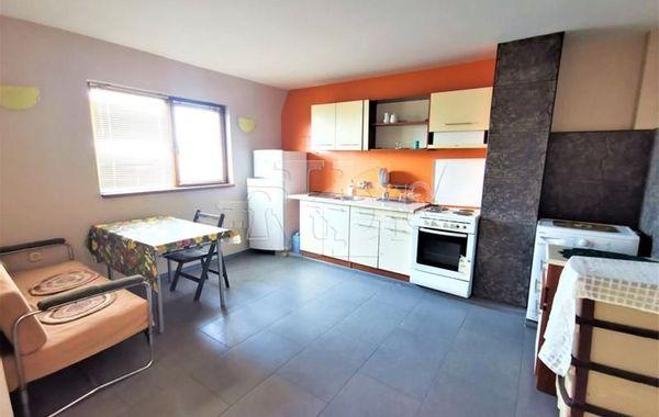 тристаен апартамент варна q6k852kh